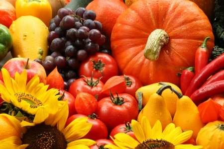 A photo of an assortment of fruits and vegetables, which are naturally on the list of gluten-free foods